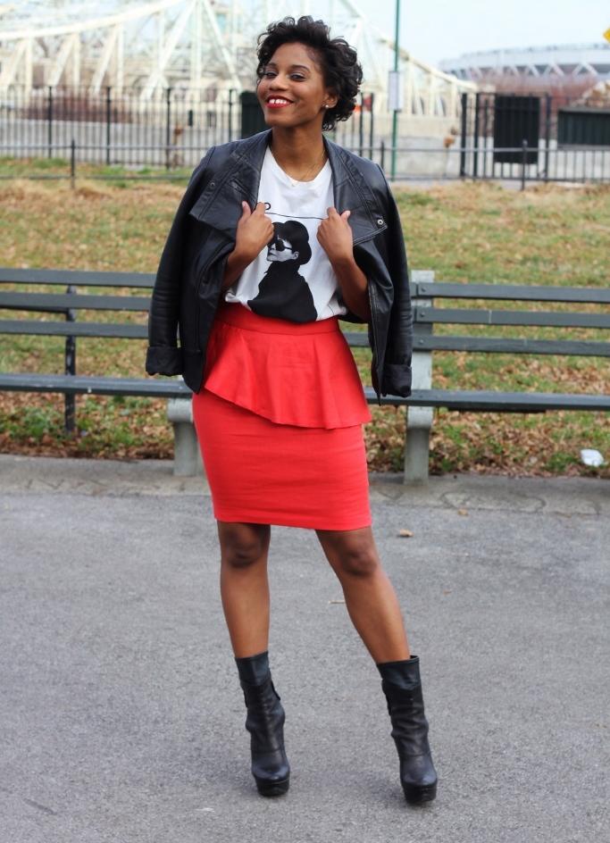 С чем носить малиновую юбку карандаш