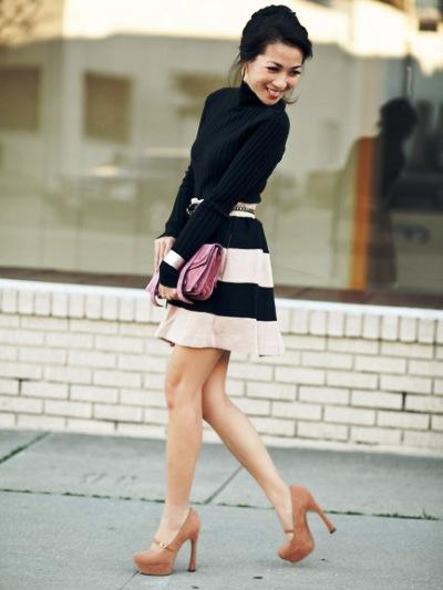 Полосатая юбка до колен с чем носить