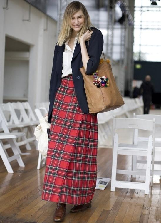 Красная юбка шотландка с чем носить