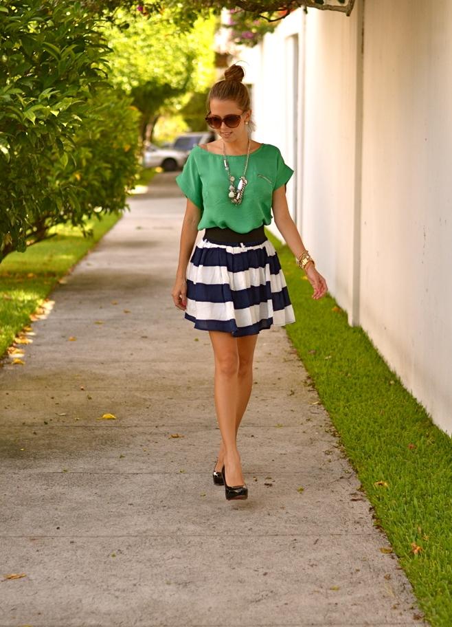 Полосатая юбка колокол с чем носить