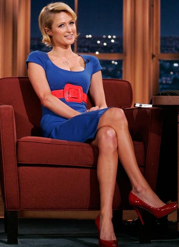 Голубое платье с клепками