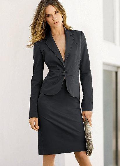 Легкий брючный костюм женский