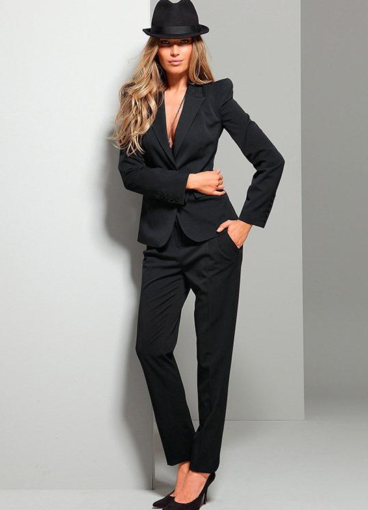 Стильные женские костюмы