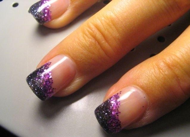 Простой дизайн ногтей блестками