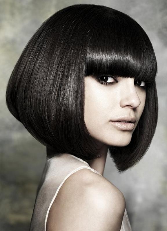 дивушки брюнетки короткими волосами:
