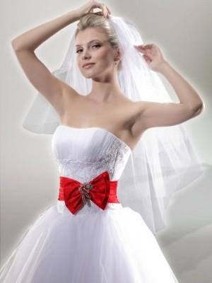 Свадебные платья белые с красным поясом
