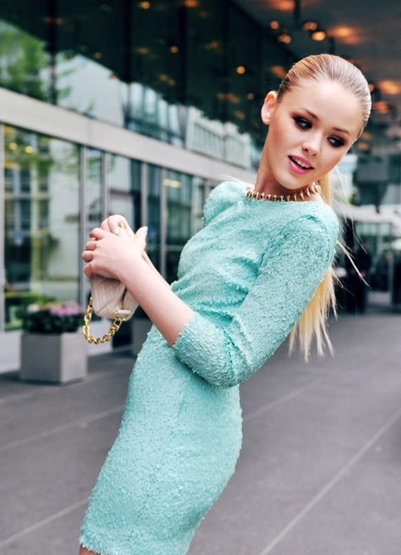 13 сен 2017. Некоторые думают, что нет ничего сложного в том, чтобы подобрать макияж под голубое платье. Но имеются нюансы, которые важно учитывать, чтобы. Тени: их нужно сочетать с другими цветами. Лучше всего золотистыми или цвета слоновой кости. Макияж под голубое платье фото.