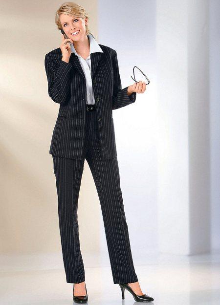 Купить женский брючный костюм в СПб хорошего качества означает отправиться в магазины Модистки