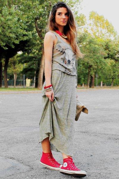 Длинная юбка с кедами-фото