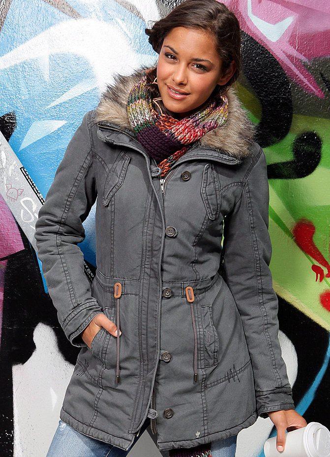 Модные женские зимние куртки 2012-2013 галерея фотографий модных зимних женских курток сезона 2012-2013