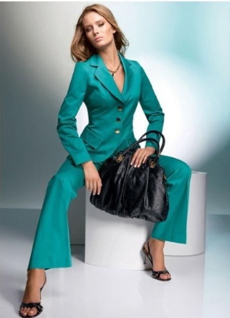 Осенние женские классические костюмы
