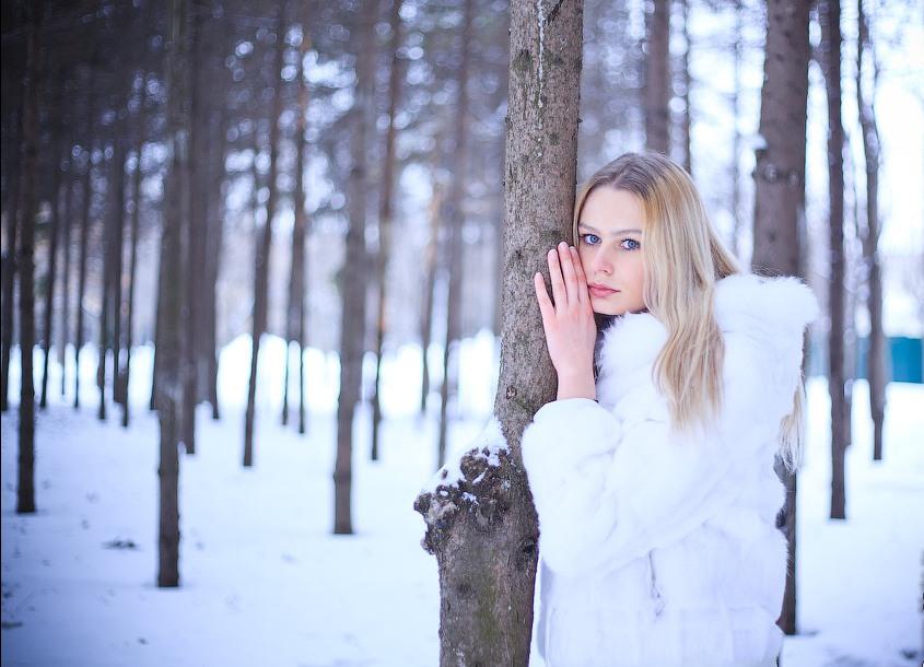 фото красивых девушек в шубах на природе
