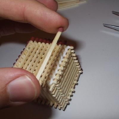 собрать кубик из спичек,