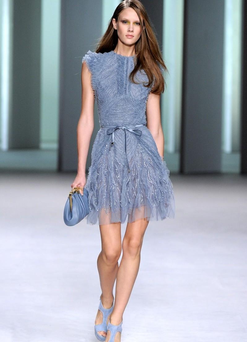 Выбирая вечерний наряд в нынешнем сезоне, непременно обратите свое внимание на шифоновые платья
