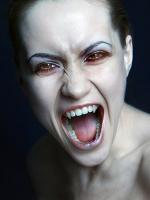 Как сделать клыки вампира?