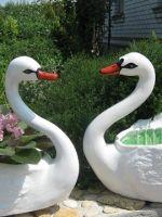 Лебедь-кашпо из гипса