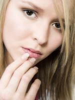 Обветрились губы - что делать?
