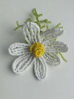 В своем творчестве мы попытаемся отразить созданное природой совершенство - сплести ромашку из бисера.