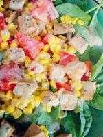 Салат с колбасой и кукурузой