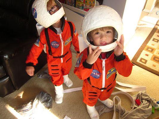 Как сделать костюм космонавта фото 382