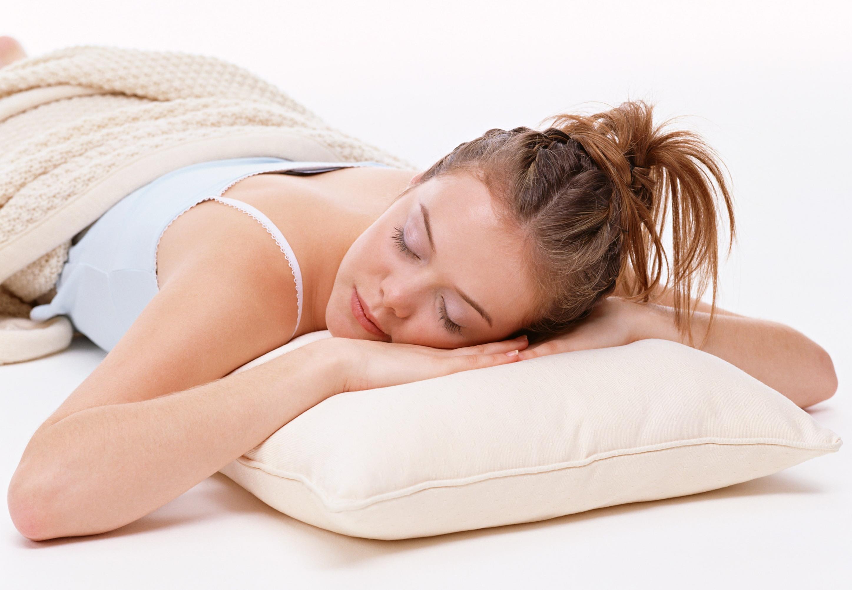 Спящие женские ноги фото 585-460