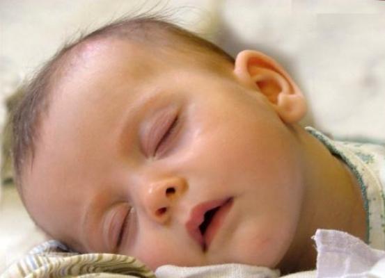 Почему потеет голова у ребёнка во время сна