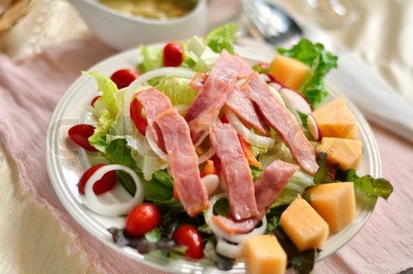 рецепт салата из копченого мяса
