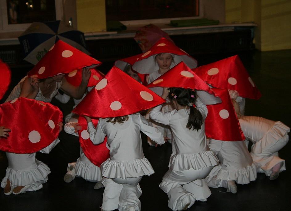 хотел как сделать шапку мухоморчика ребенку ноябрь