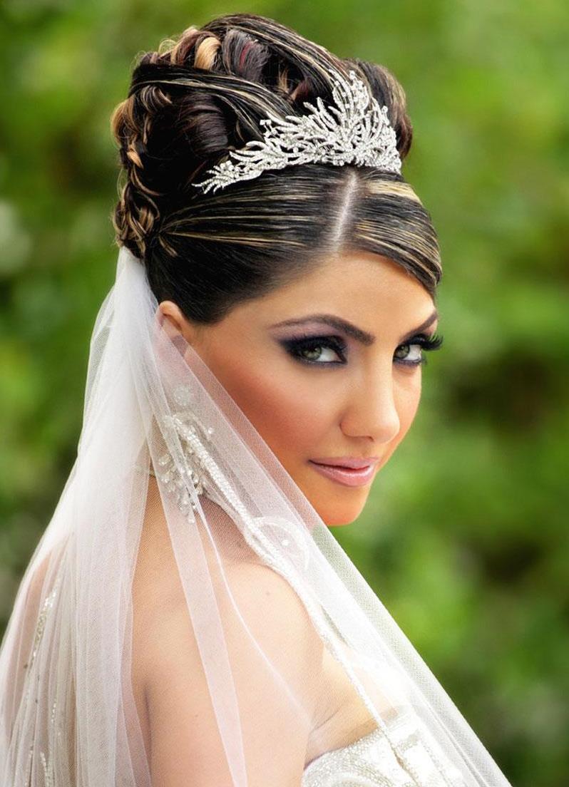 Прическа на свадьбу пучок с фатой