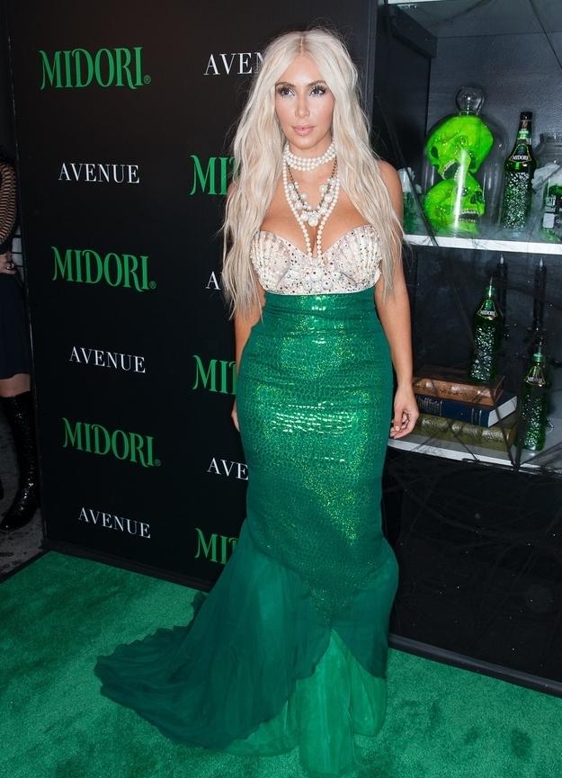 фото макияж к зеленому платью