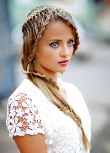 Прически и плетение кос из волос средней длины фото