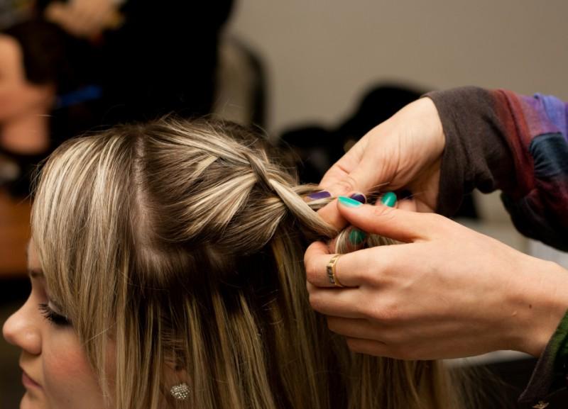 французская коса наоборот как плести пошаговая инструкция - фото 7