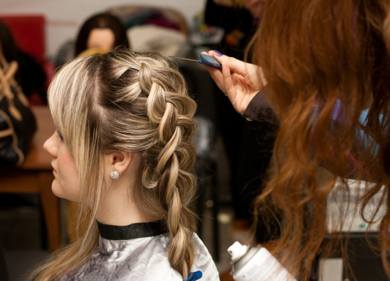 французская коса наоборот как плести пошаговая инструкция - фото 6