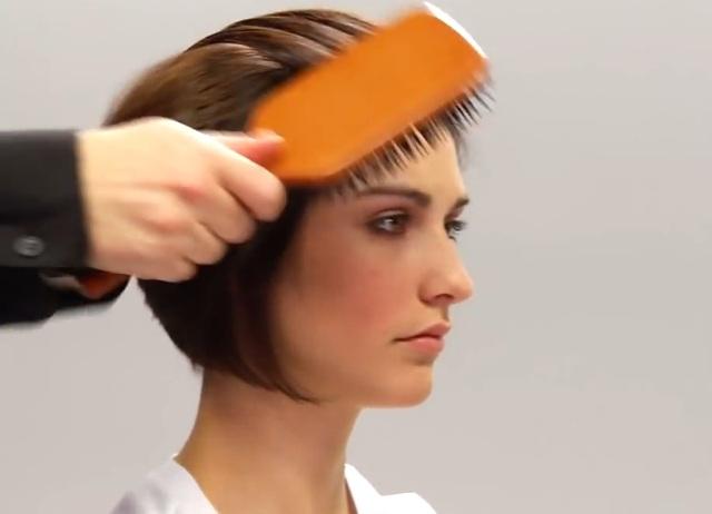 Как уложить волосы девушке назад