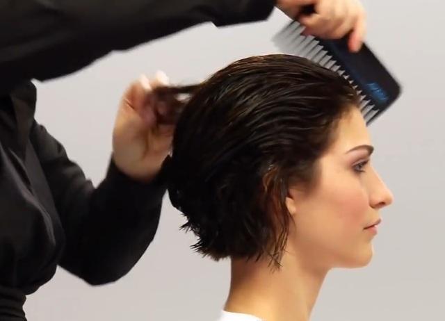 Как красиво уложить феном волосы