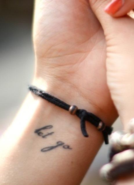 эскизы татуировок надписи на латыни: