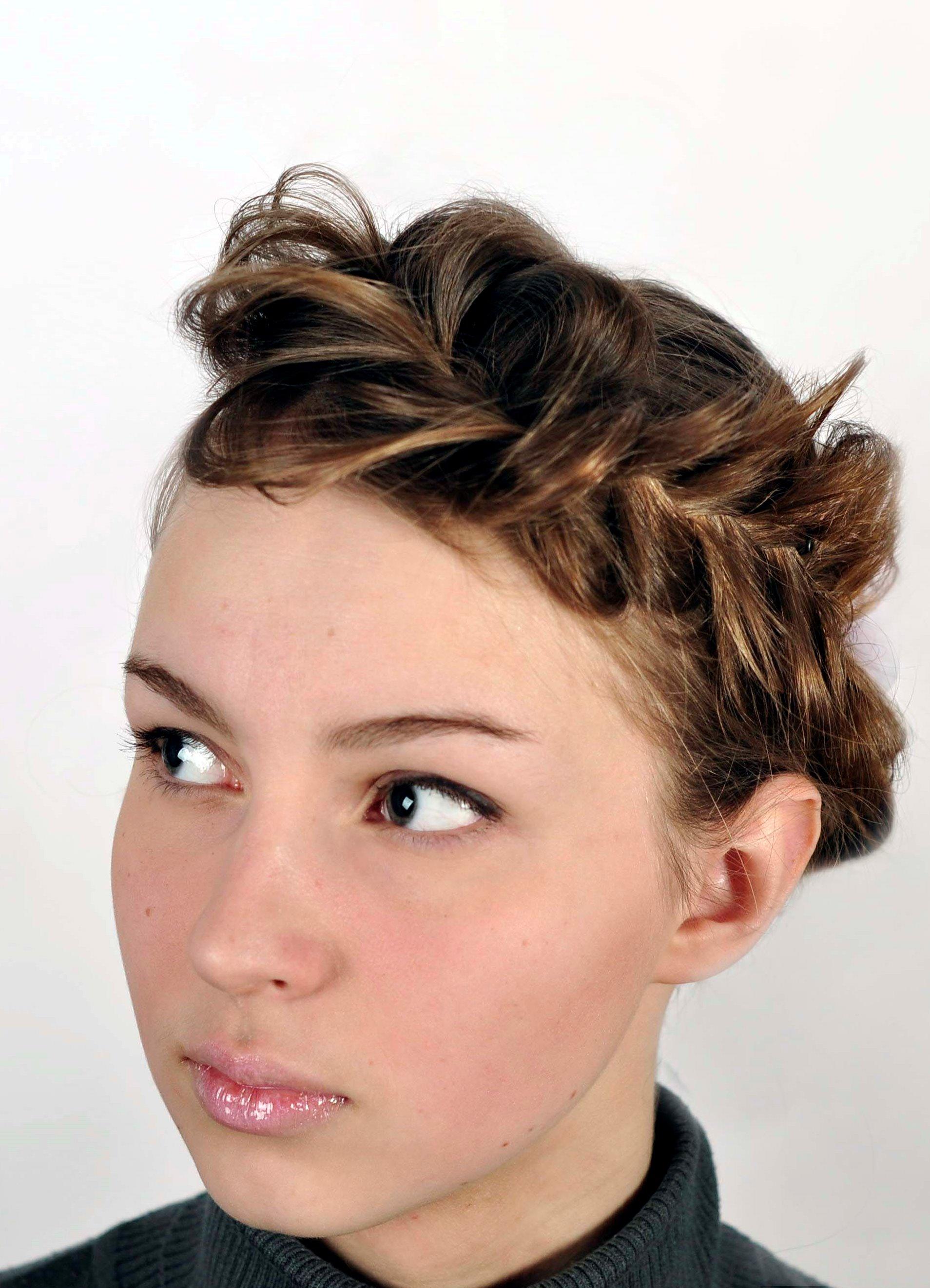 Прически с короткими волосами с крабиками