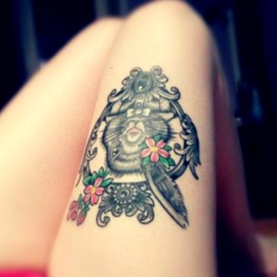 Красивые татуировки для девушек на бедре