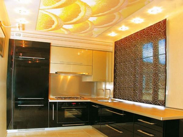 Дизайн натяжных потолков на кухне фото