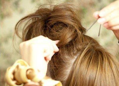 Небрежный пучок из волос