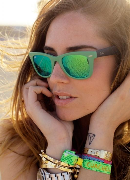 Солнцезащитные очки с цветными стеклами