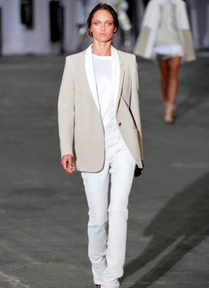 1 сен 2014 Модные женские костюмы в деловом стиле, которые будут актуальны в 2015 году, предстанут в весьма