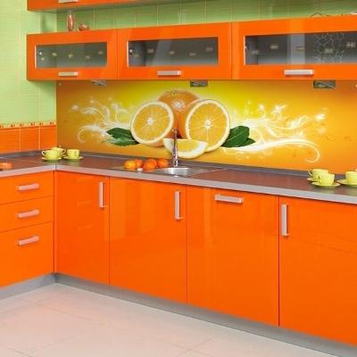 Оранжевого цвета кухни
