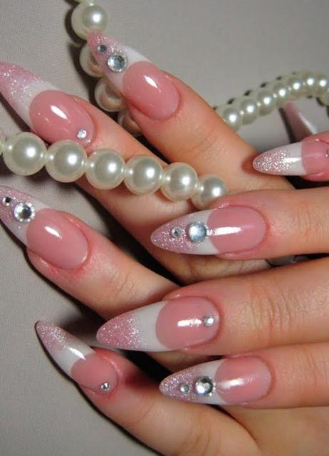 Зебра в дизайне острых ногтей 2013 года
