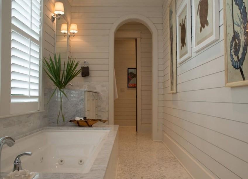 государственный маленькие ванные комнаты обделанные белыми пластикавыми панелями СХПОТРЕБКООПЕРАТИВОВ