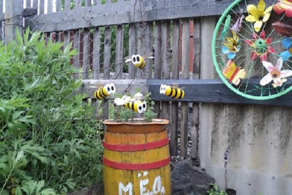 Пчелы своими руками из пластиковых бутылок фото
