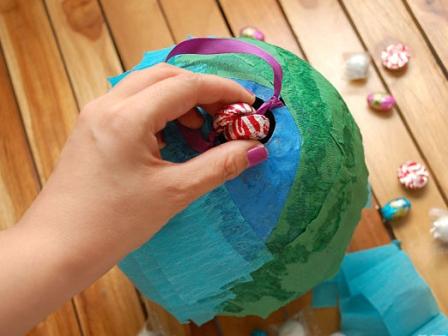 Украсить пиньяту своими руками 5