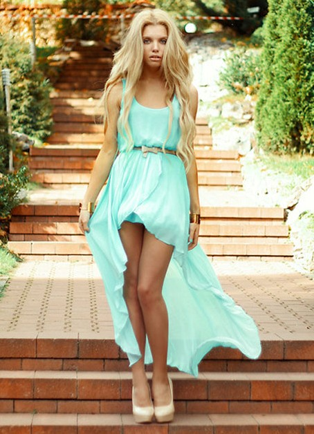 Короткое платье для шатенки
