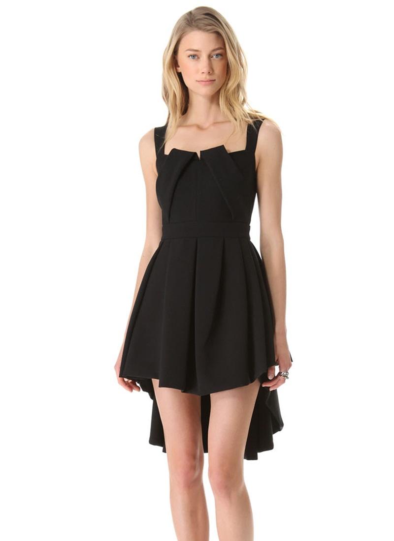 Как носить платье с хвостом