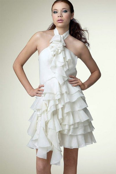 Ну почему бы и нет, пожилой даме не обязательно одевать на себя платье мини с воланами, на ней довольно солидно будет
